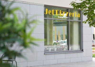 Husfasad med pizzeria Järfällavägen 98b, Jakobsberg