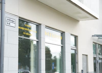 Fönster intill Jet Pizzeria i Jakobsberg