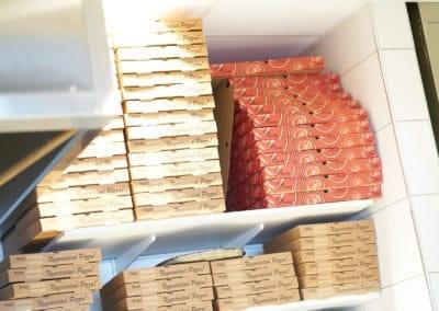 Pizzakartonger av olika storlekar