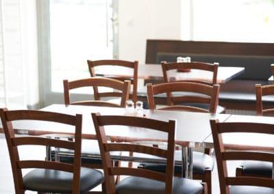 Stolar och bord på Jet Pizzeria i Jakobsberg
